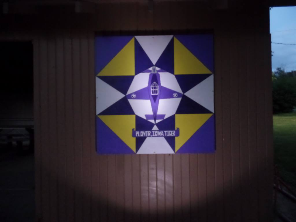 Plover shelter barn quilt lit up at night